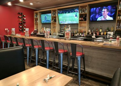 Ledos Pizza Maple Bar and Tables