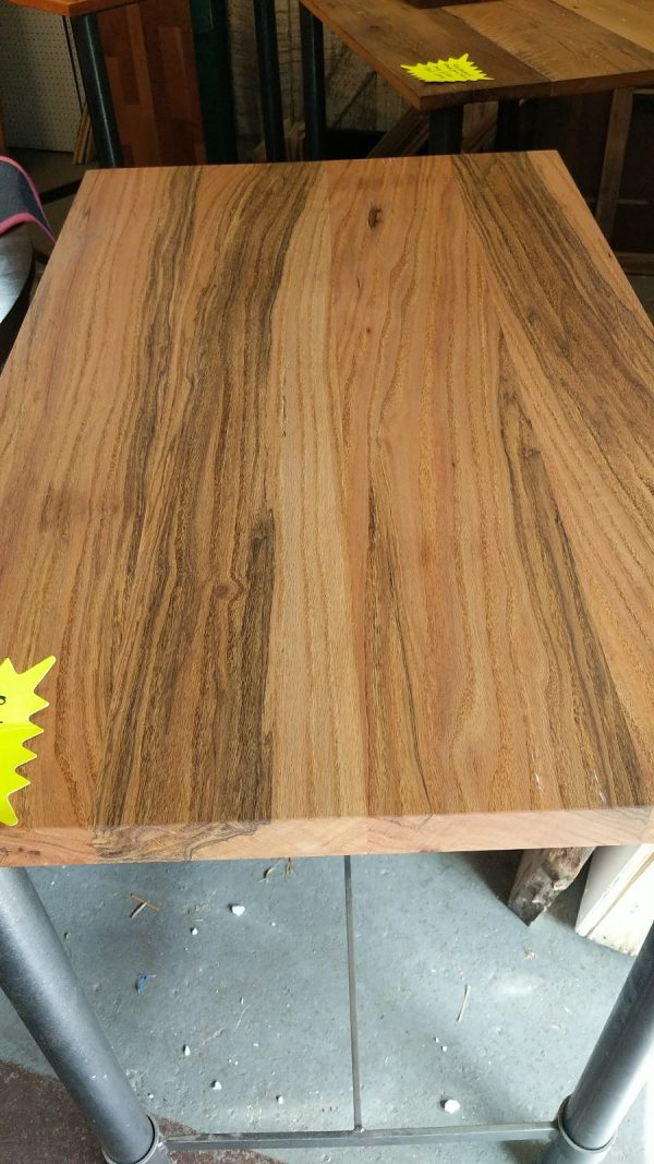 Wood Grain of Red Oak Pub Height Table